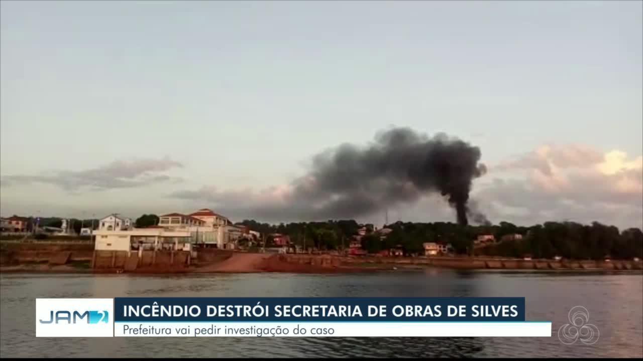 Incêndio destrói prédio de secretaria de obras em Silves, no AM