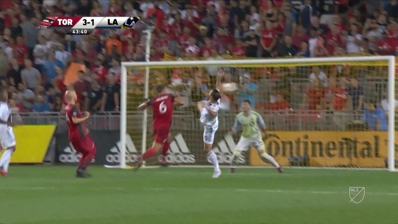 Ibrahimovioc faz golaço com ao melhor estilo de um verdadeiro carateca na MLS