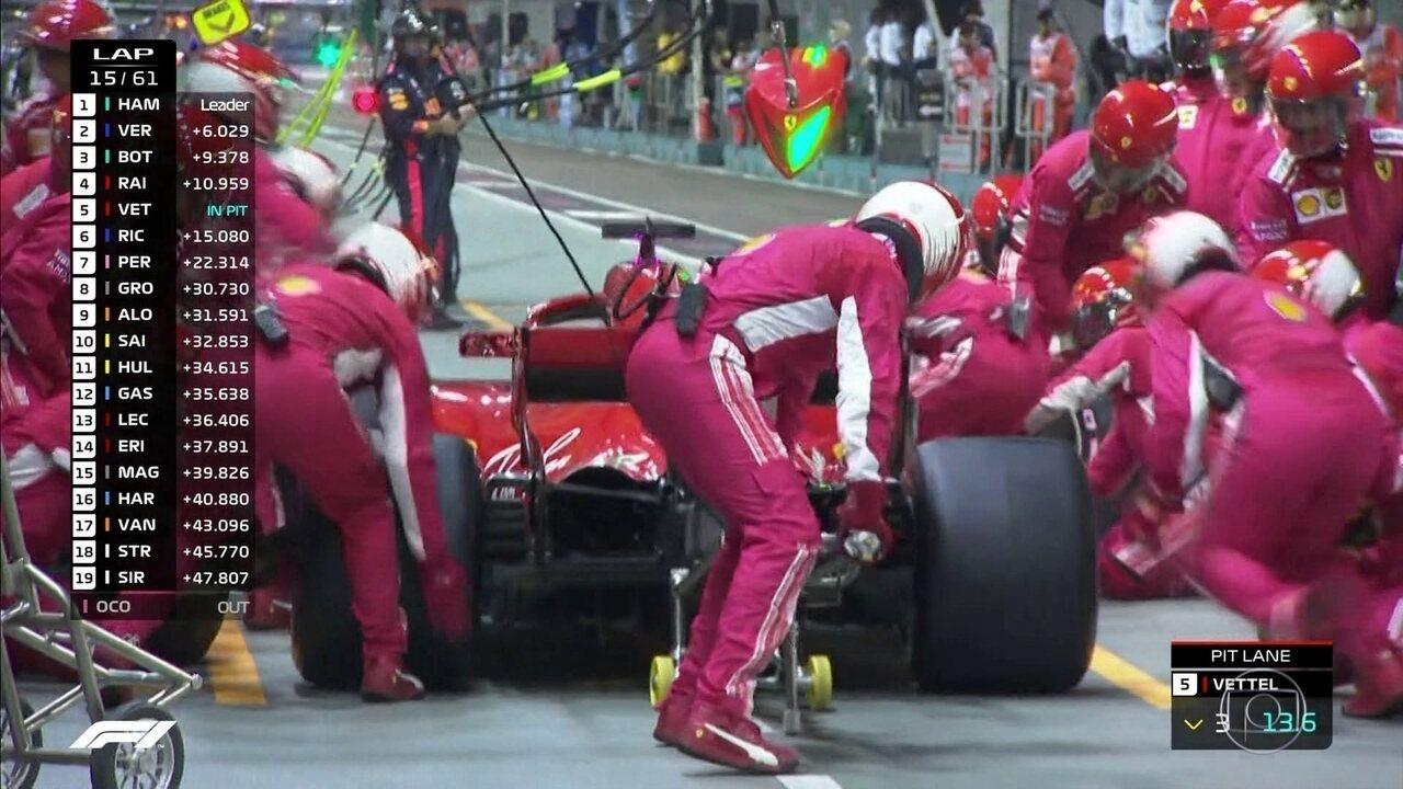 Vettel vai para os boxes e volta para a corrida
