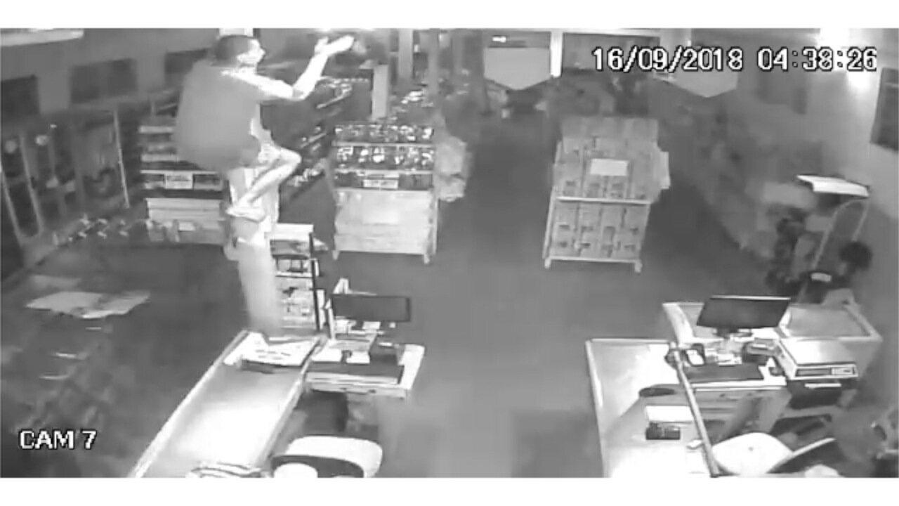Ladrão quebra alarme de mercado de Campo Grande