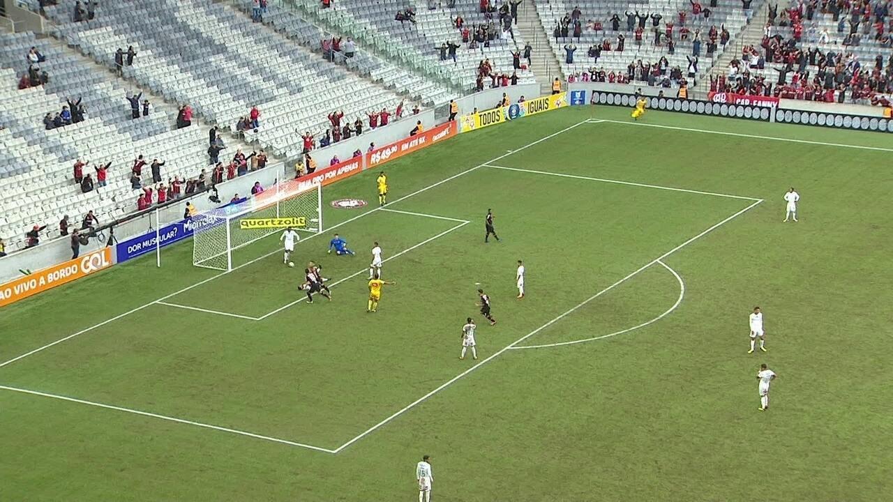 Fluminense vacila e leva gols após erros no campo de ataque contra o Atlético-PR