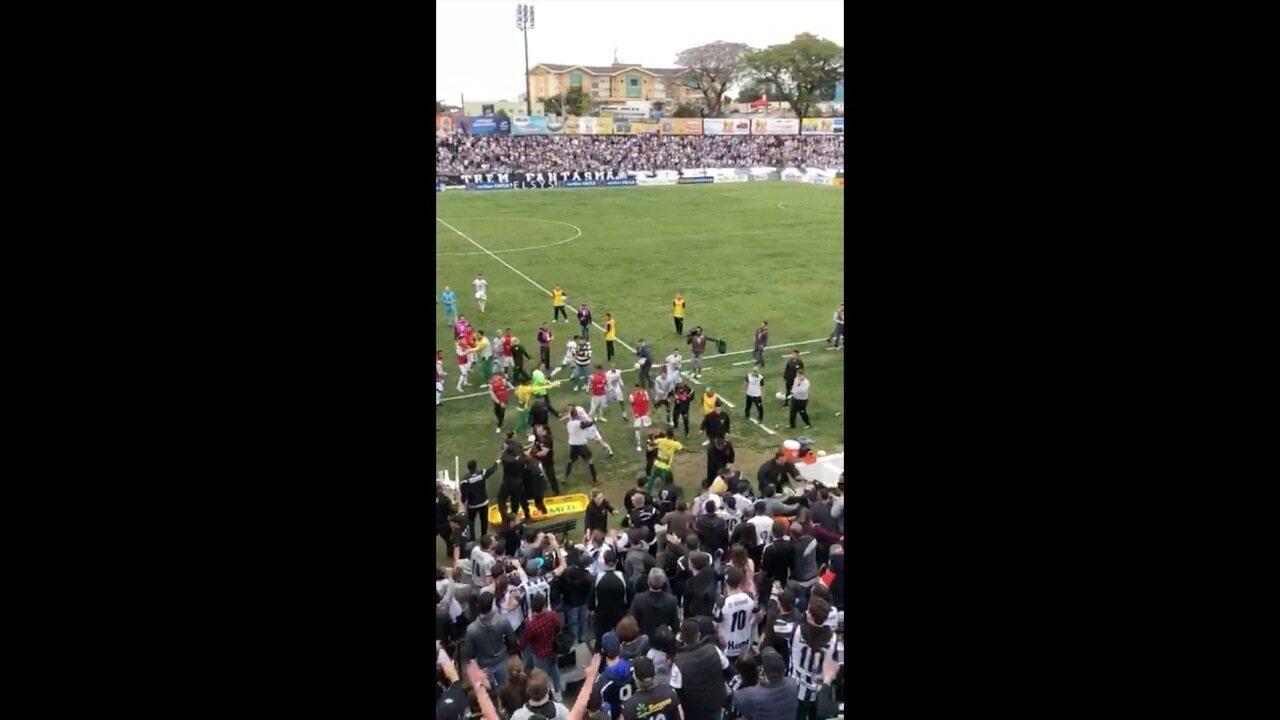 Veja Briga entre Cuiabá e Operário-PR na final da Série C do Brasileiro por outro ângulo