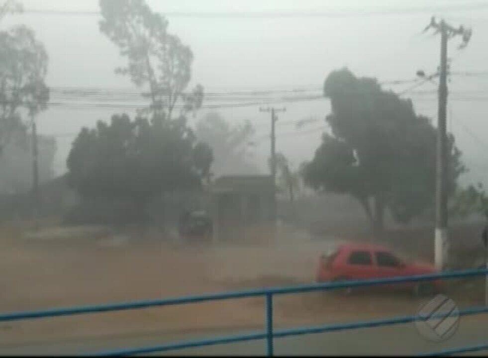 Um vendaval provocou grandes transtornos no município de Tucumã
