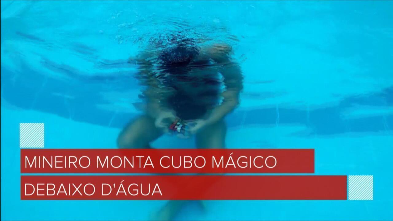 Mineiro que monta cubo mágico debaixo d'água vai para concurso internacional