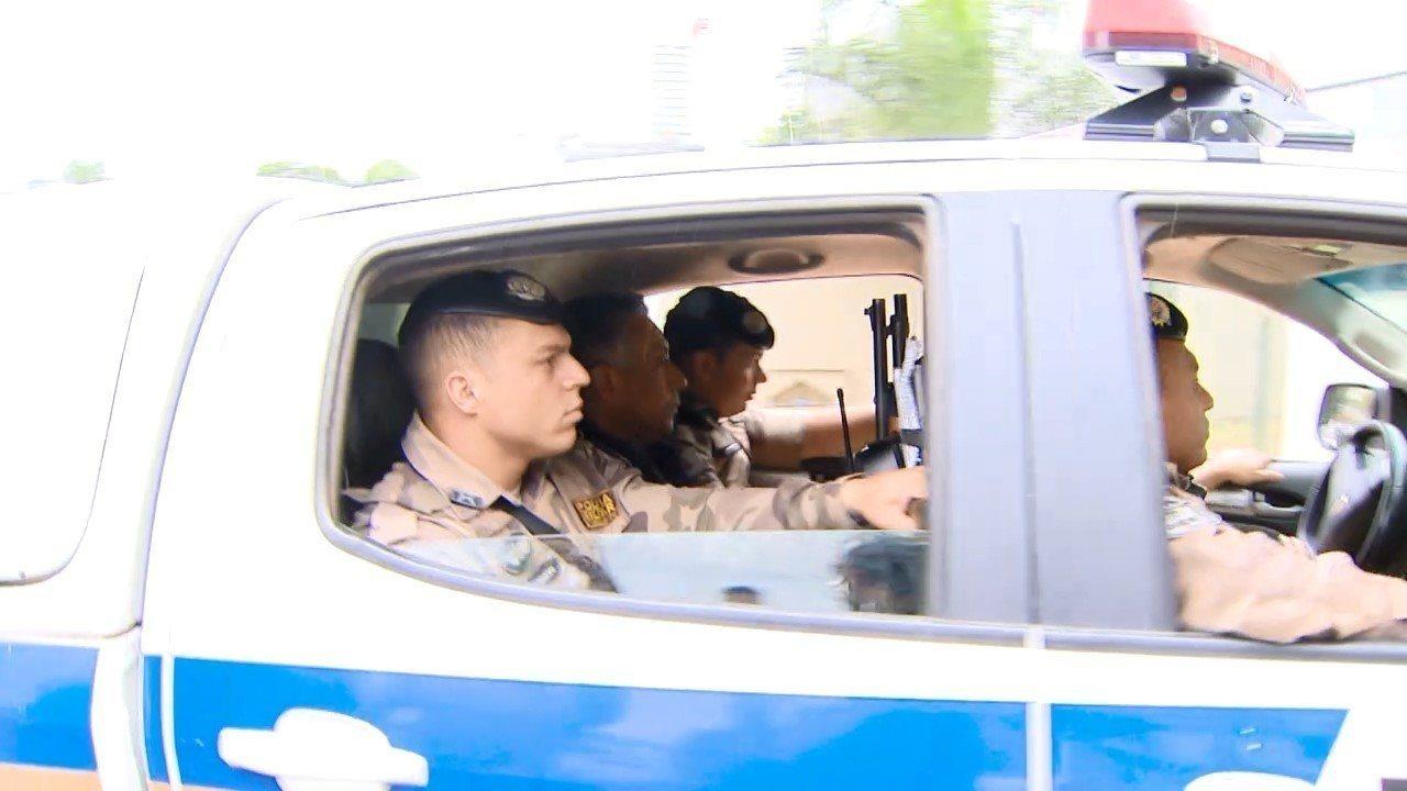 Imagens mostram Gilmar Machado sendo transportado na viatura da PM em Uberlândia