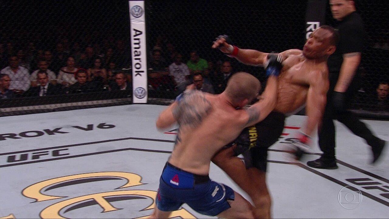 Francisco Massaranduba vence Evan Dunham por nocaute no UFC São Paulo