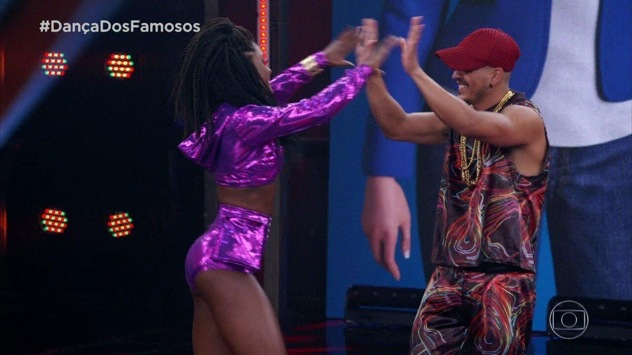 Erika Januza hipnotiza no funk