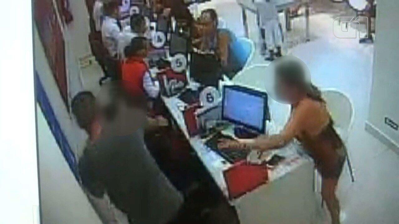 Vendedor é agredido após cliente discordar de cancelamento de telefone em São Vicente, SP