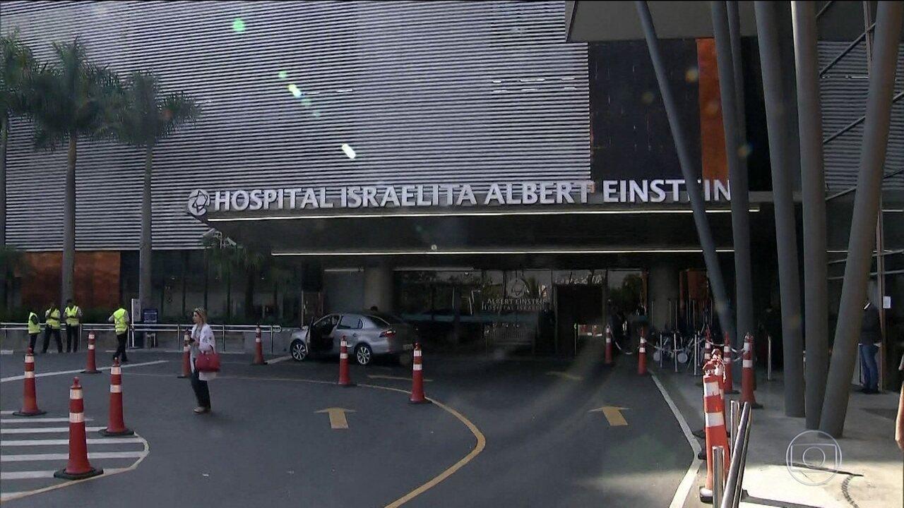 Candidato do PSL, Jair Bolsonaro, recebe visita de deputados no hospital