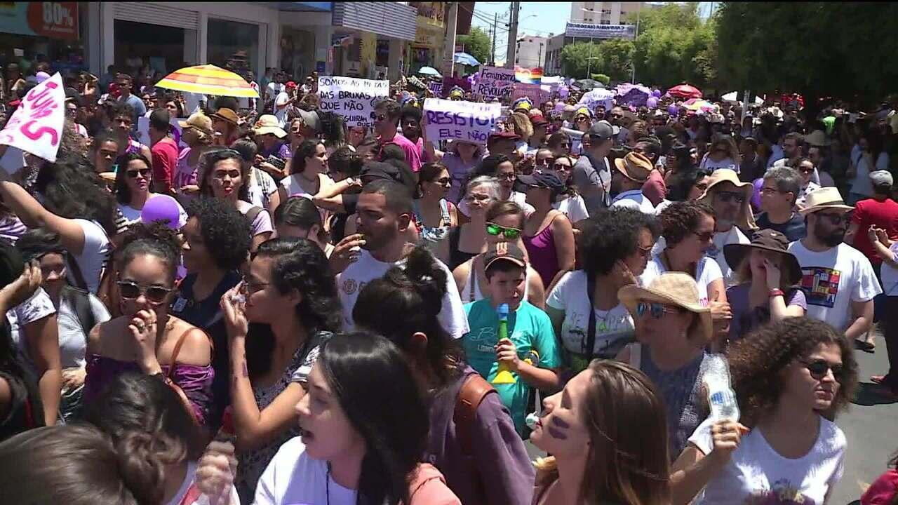 Manifestantes fazem atos pelo país contra e a favor de Jair Bolsonaro (PSL)