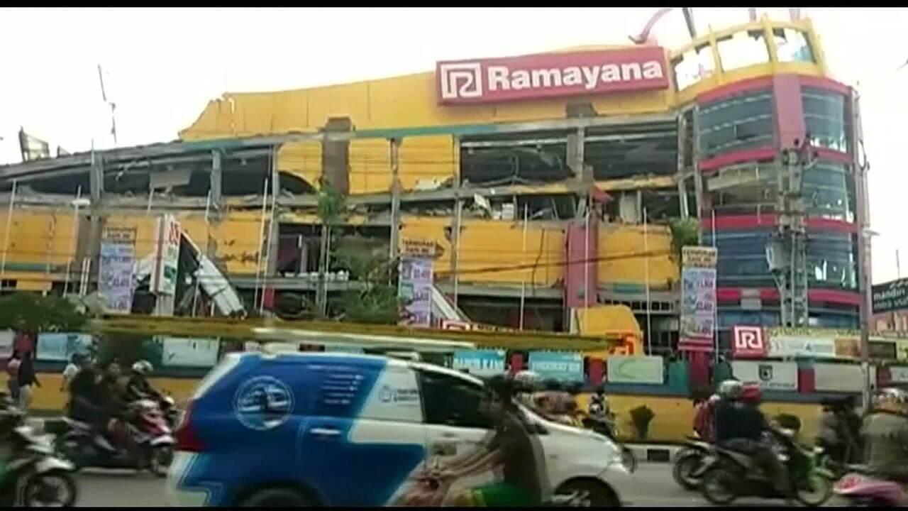 Terremoto seguido de tsunami mata 832 pessoas na Indonésia