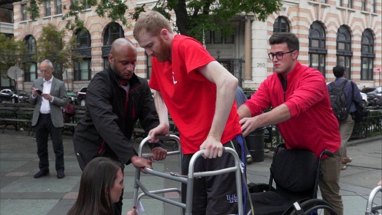 Experimento com implante na medula espinhal faz tetraplégico voltar a andar