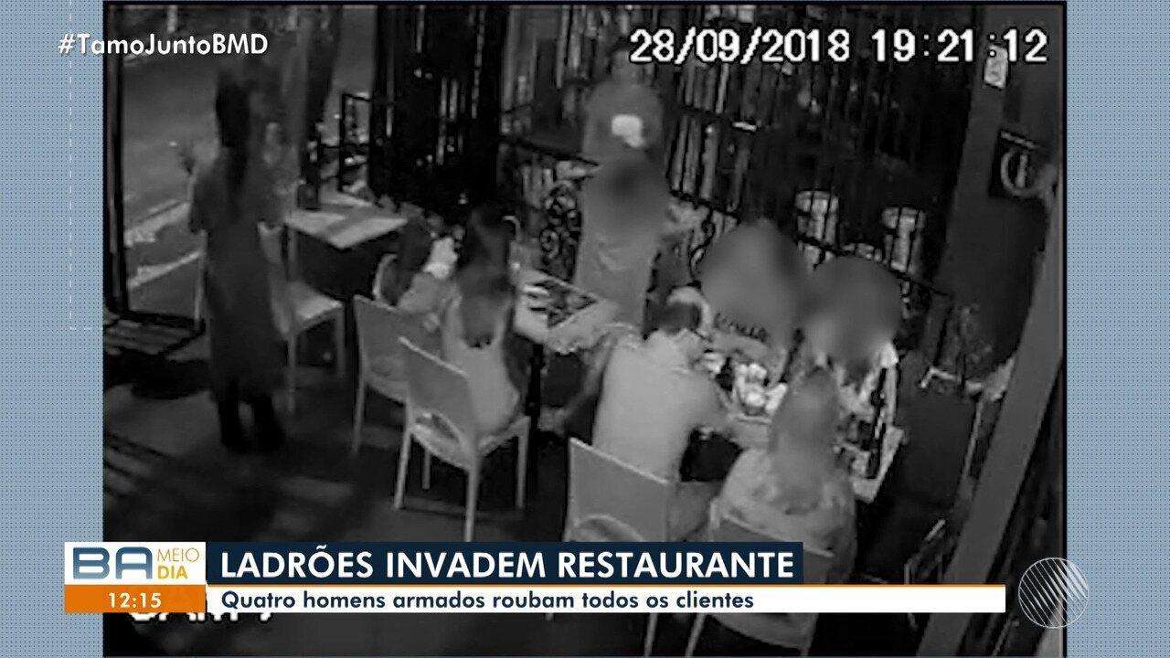 Ladrões assaltam clientes em restaurante de Salvador