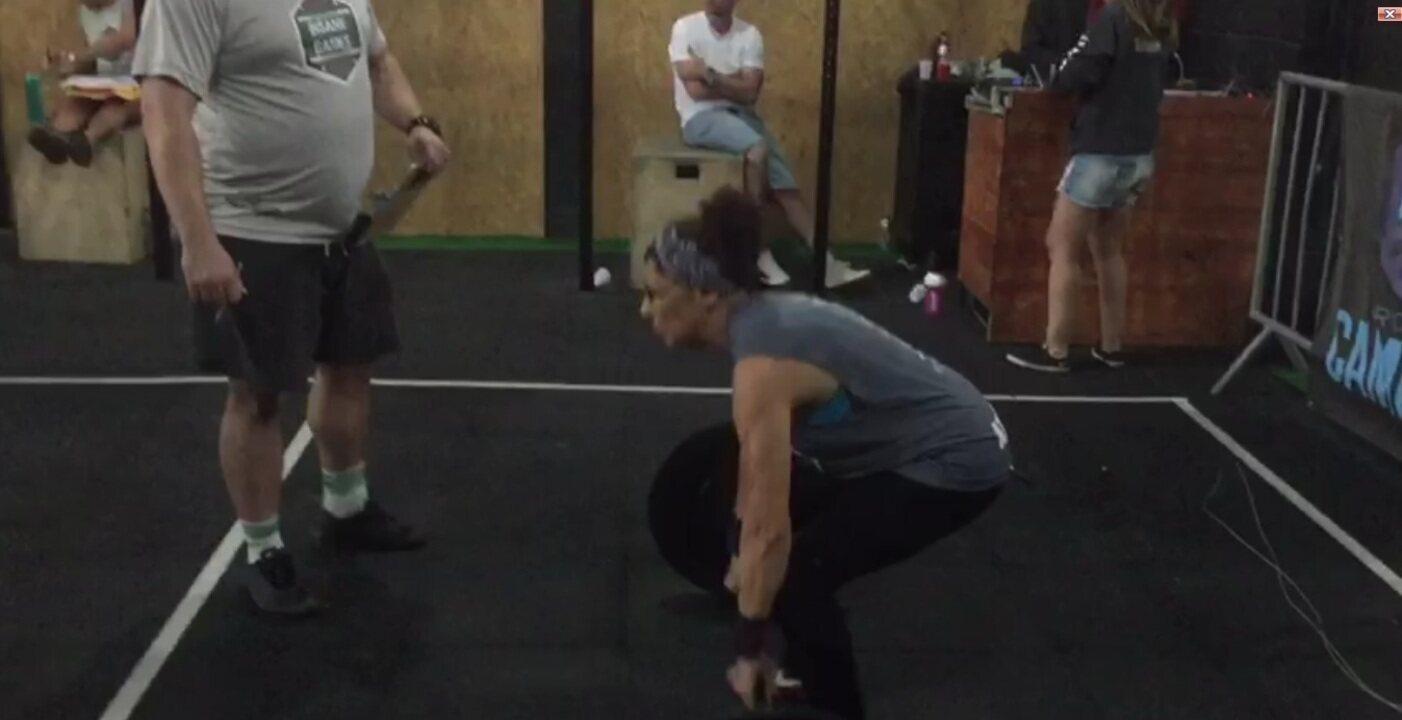 Com dores, idosa começa atividade física e afirma: 'não fiz cirurgia' - parte 1