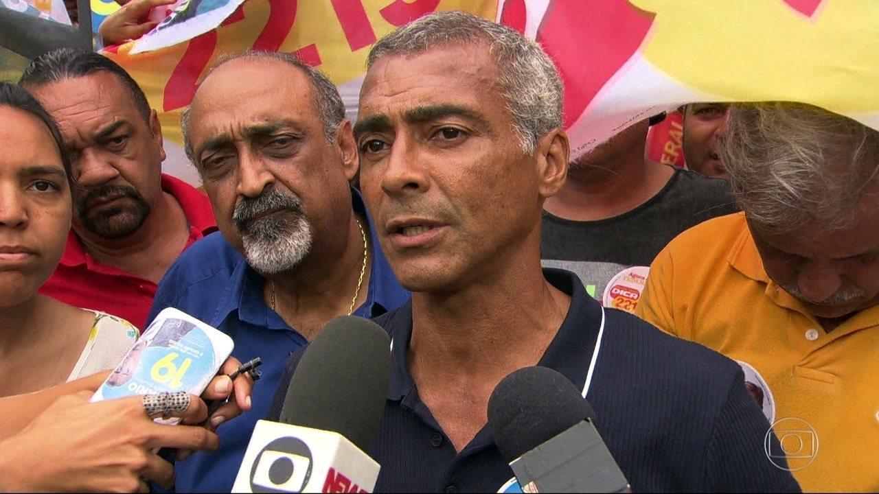 Romário faz campanha em Duque de Caxias