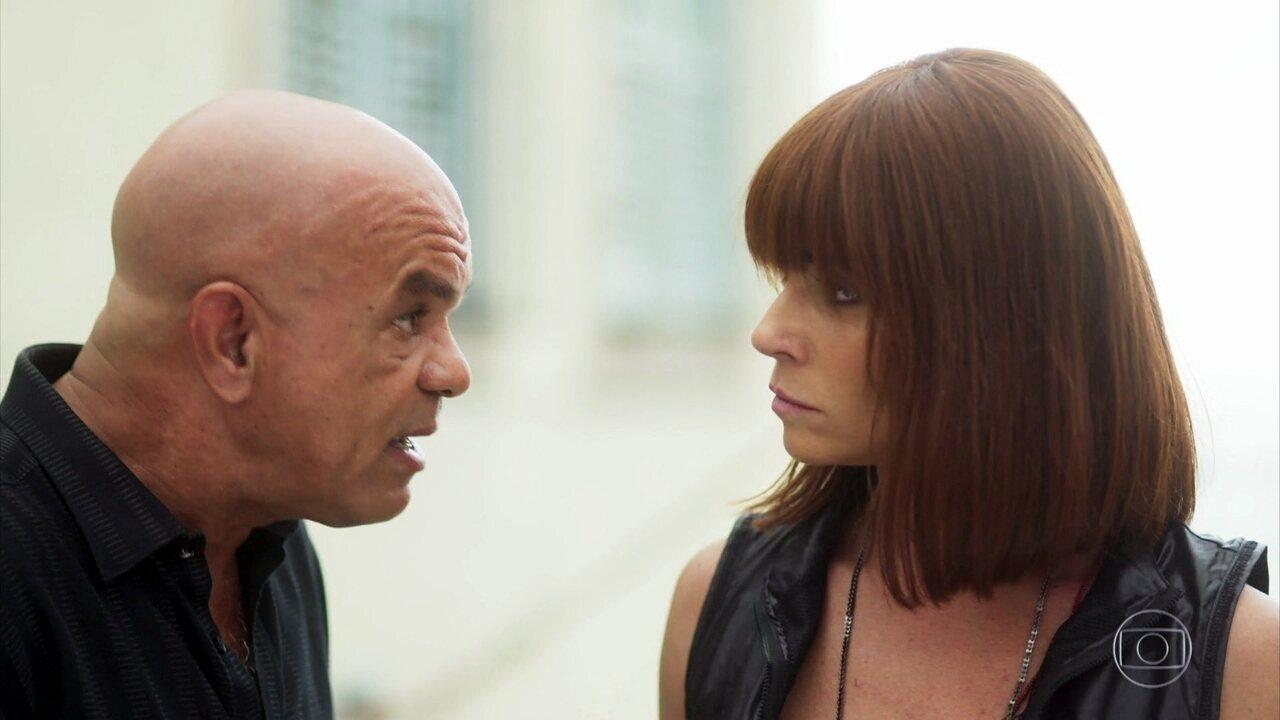 Galdino leva Emily para a casa de Katiandrea e avisa Luzia