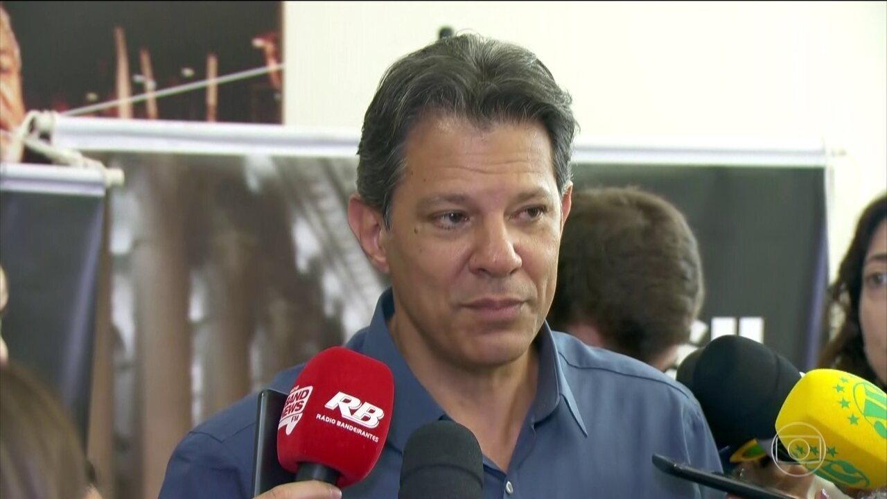 Candidato Fernando Haddad, do PT, faz campanha em São Paulo