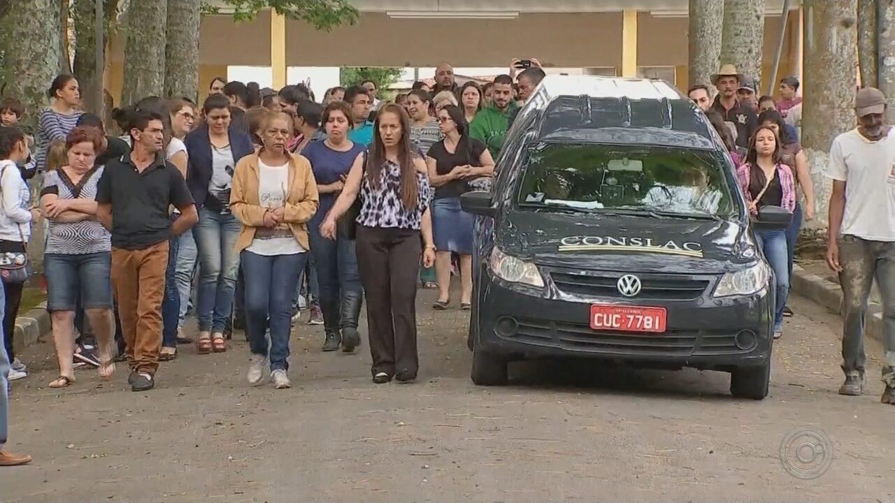 Adolescente morta a facadas é enterrada em São Roque