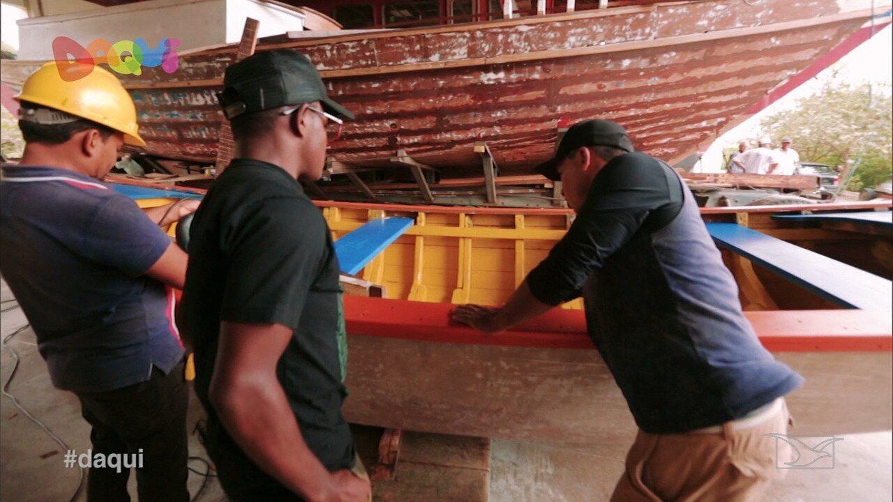 Estaleiro escola ensina e reforça a construção de embarcações de São Luís