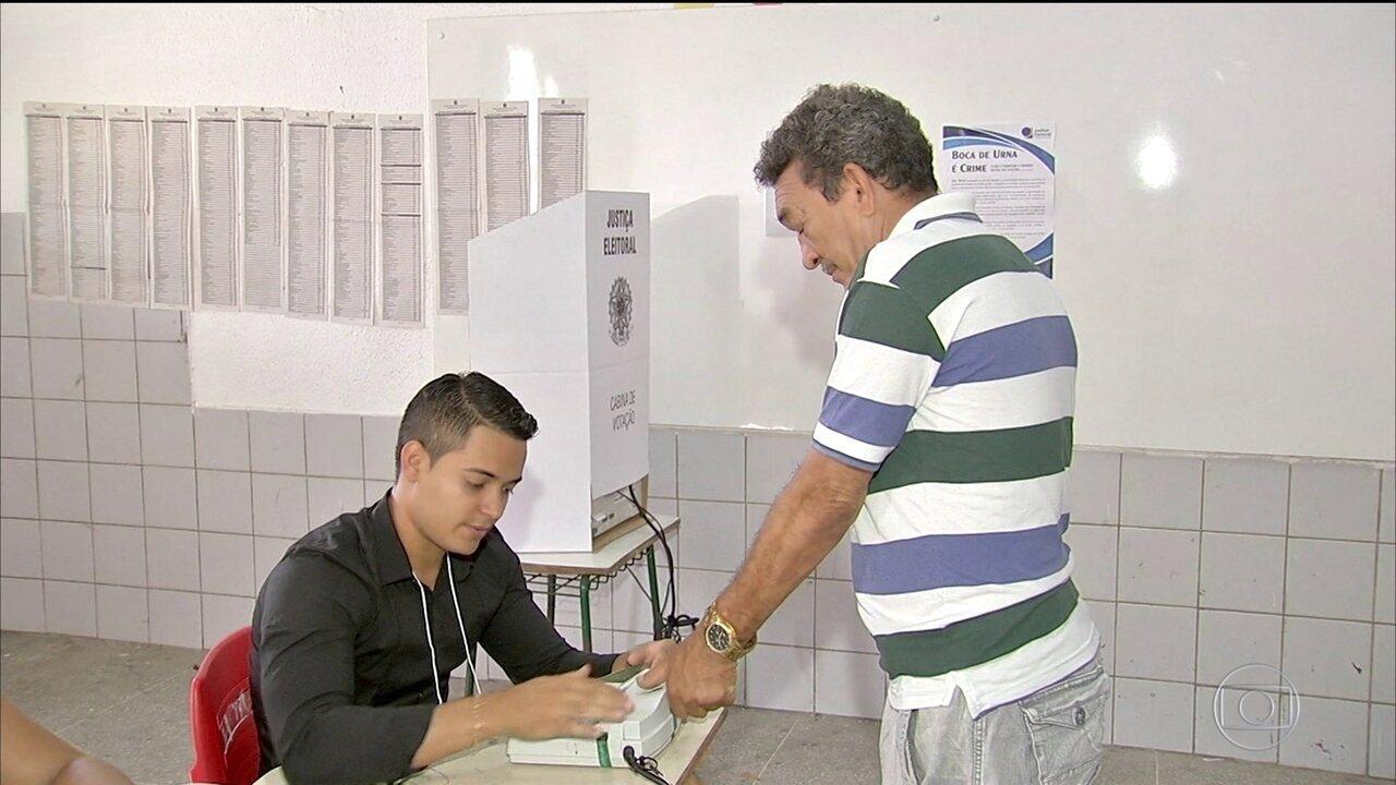 Votação é marcada por filas em muitas seções por causa da biometria