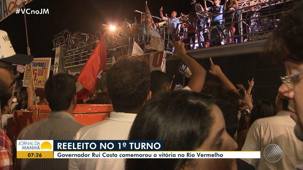 Reeleito, Governador Rui Costa comemora vitória no Rio Vermelho, em Salvador