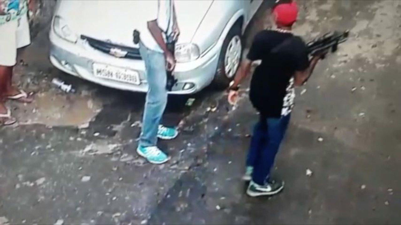Videomonitoramento flagra criminosos exibindo armas em Vitória