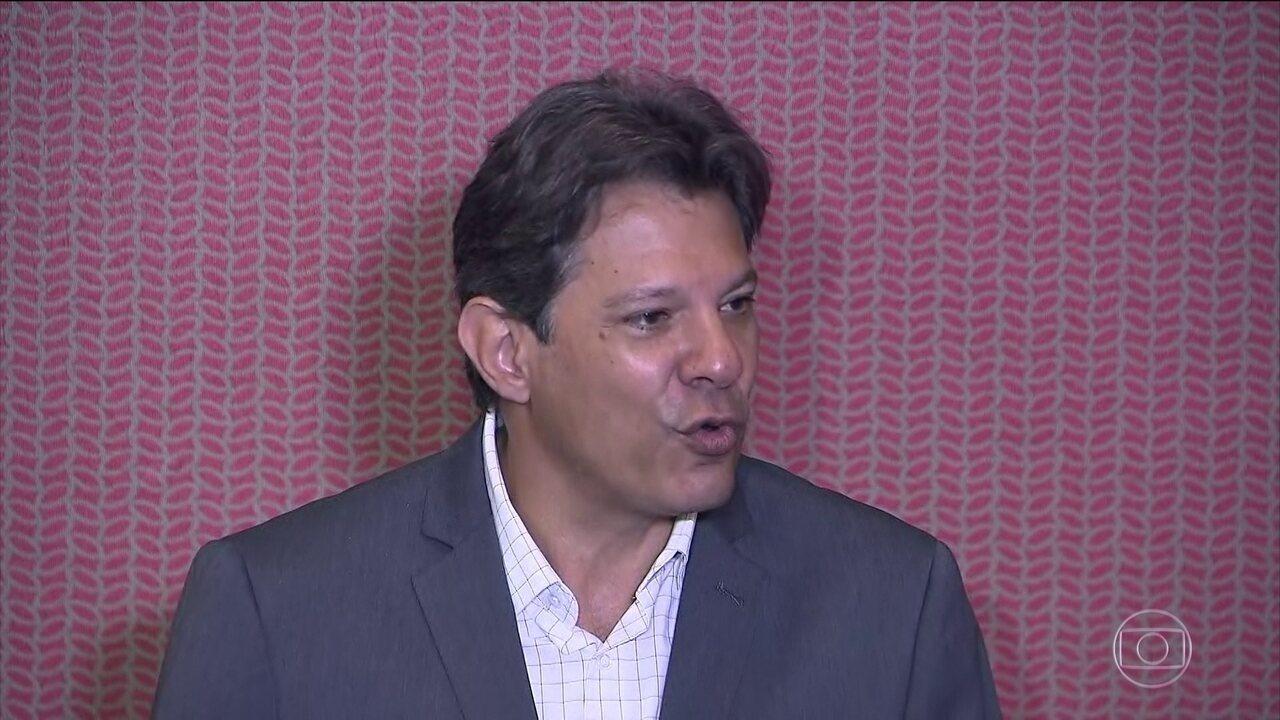 Fernando Haddad, do PT, faz campanha em Brasília