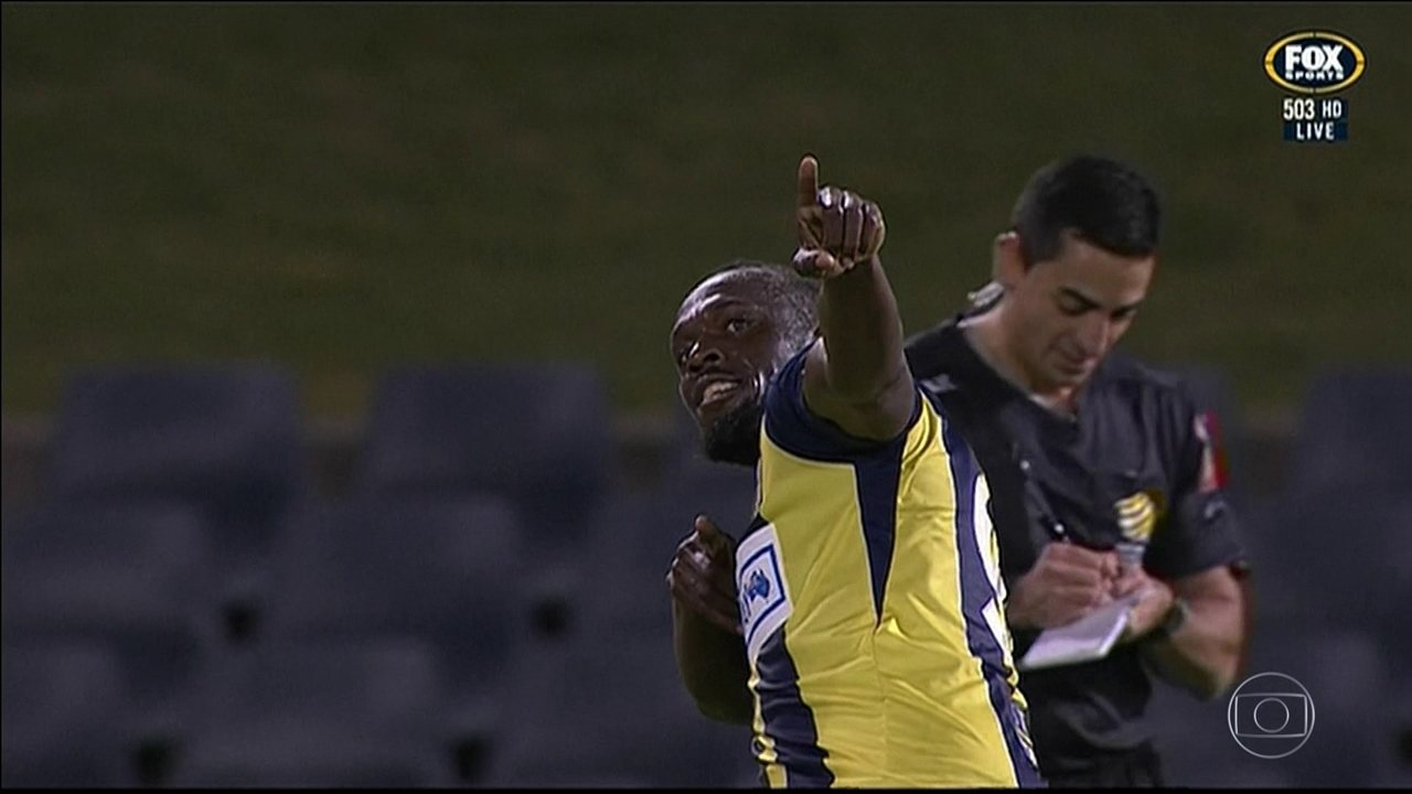 Usain Bolt joga como titular pela primeira vez e marca dois em amistoso