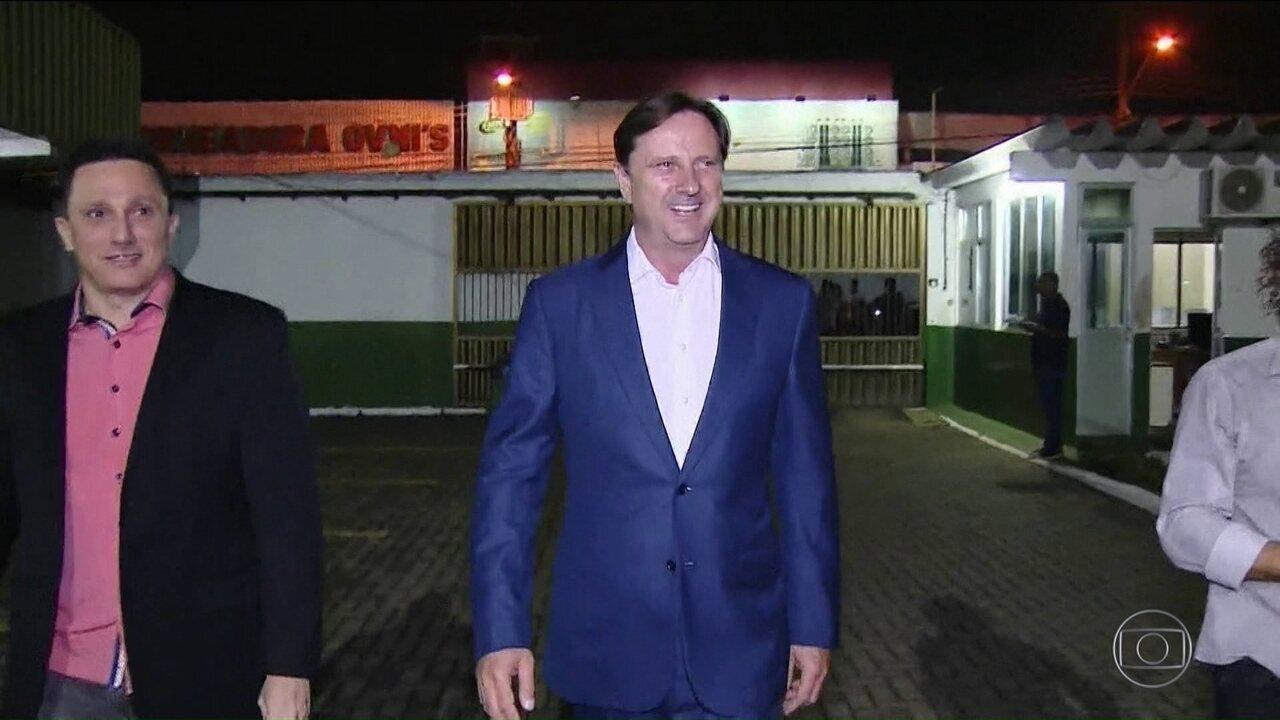 Senador preso Acir Gurgacz começa a ser transferido de hospital no PR para Brasília