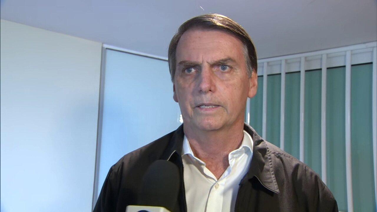 Jair Bolsonaro fala sobre participação em debates, meio ambiente e população LGBT