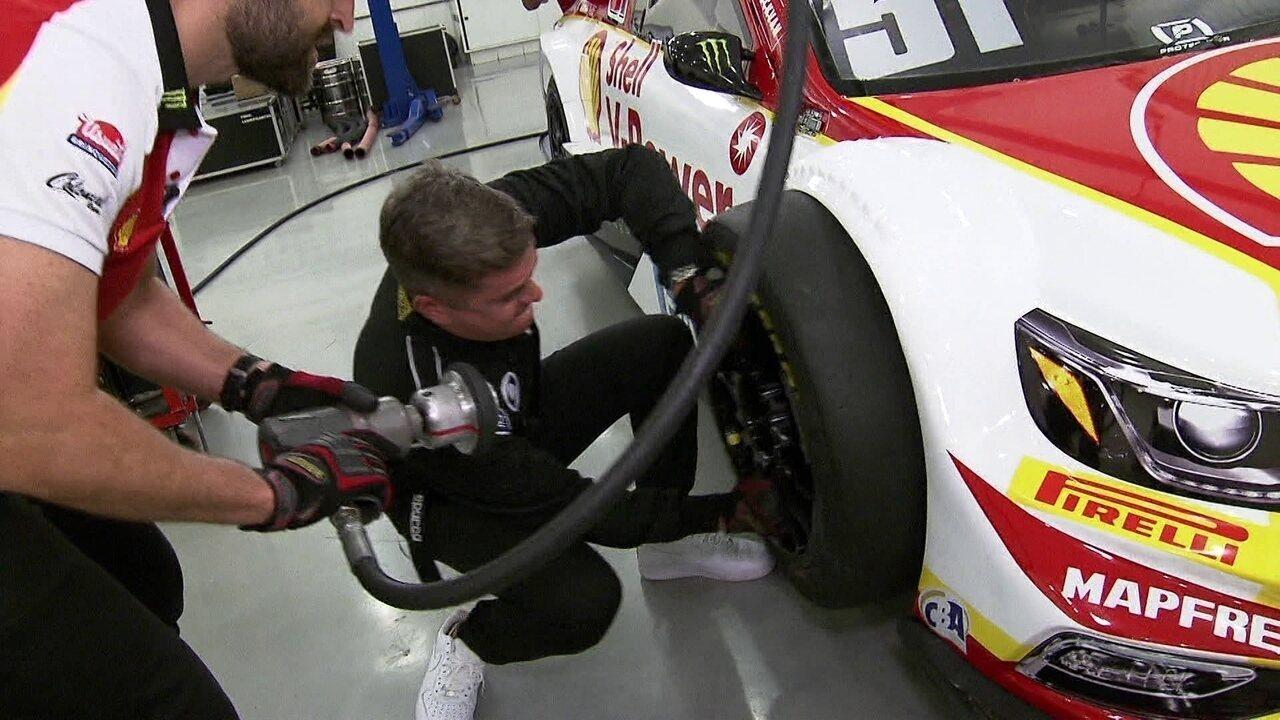 Ivan Moré faz desafio de troca de pneus na Stock Car com Átila Abreu
