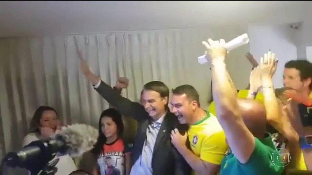 Veja imagens de Bolsonaro comemorando o resultado das urnas