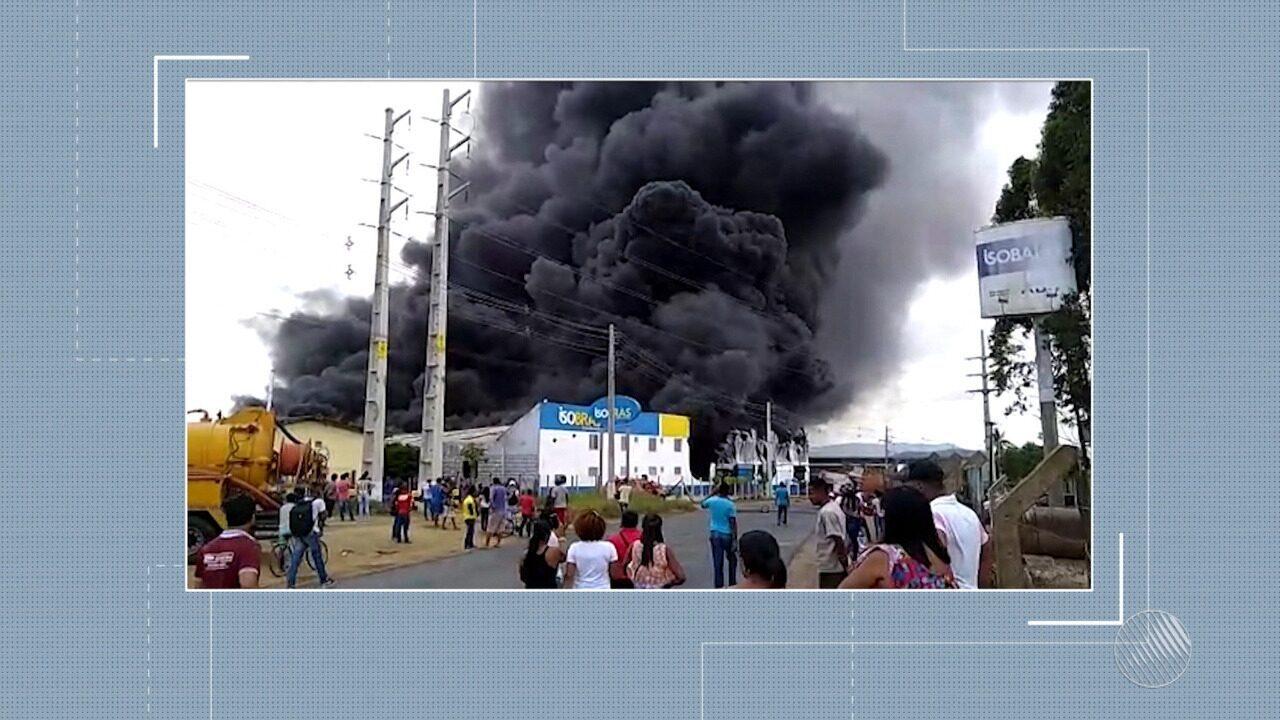 Incêndio de grande proporção atinge fábrica de isopor em Santo Antonio de Jesus
