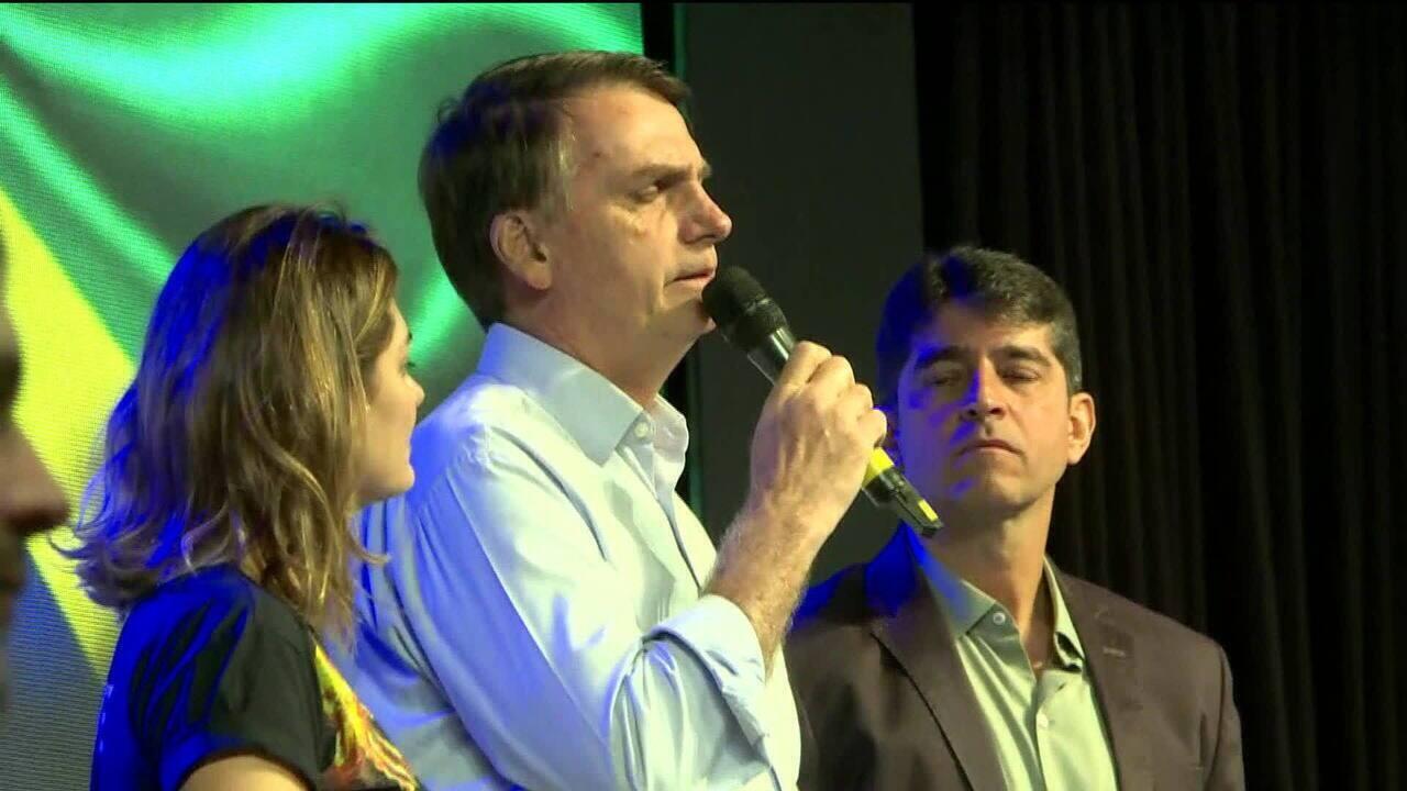 Jair Bolsonaro participa de culto no Rio de Janeiro