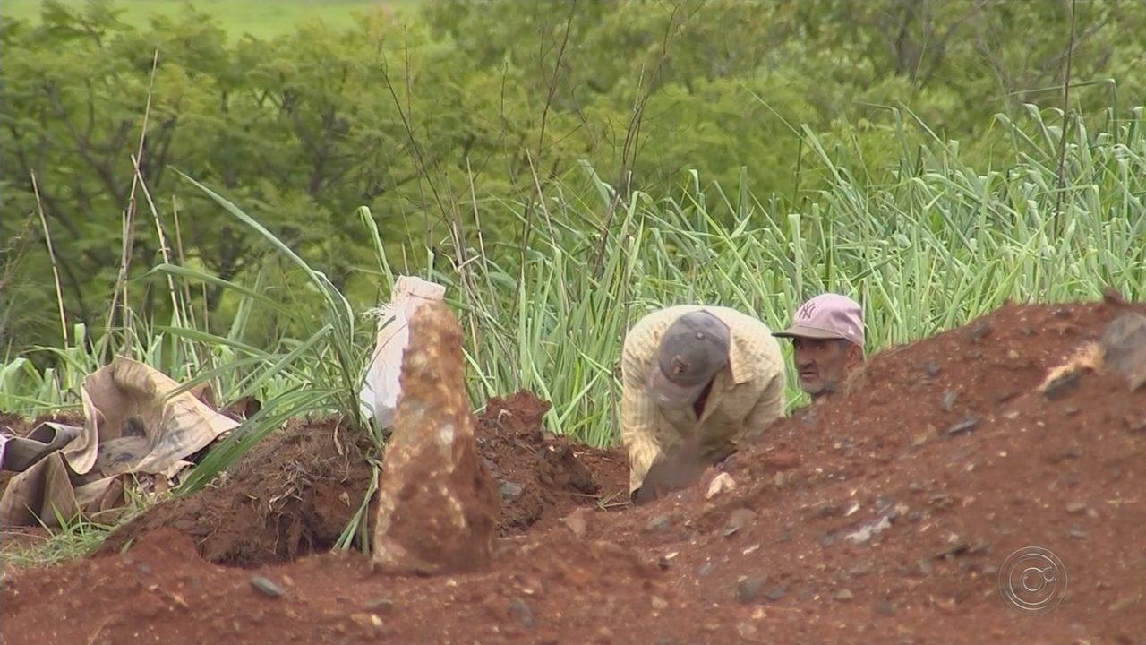 Após denúncia, homens retomam garimpo ilegal na área da antiga Saturnia em Sorocaba