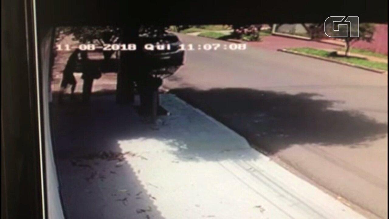 Adolescente leva facada durante assalto em Maringá