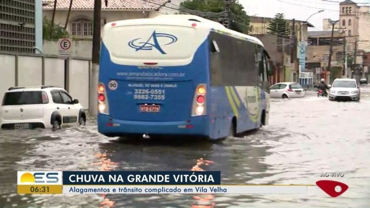 Vila Velha, ES, tem manhã de alagamentos e trânsito complicado
