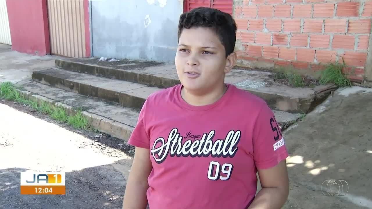 Criança que caiu em fossa de escola em Palmas recebe alta de hospital
