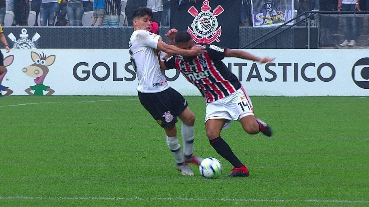 Araos acerta tapa em Reinaldo e é expulso no início do intervalo, aos 49' do 1ºT