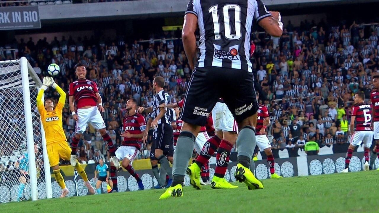 Melhores momentos: Botafogo 2 x 1 Flamengo pela 33ª rodada do Brasileirão
