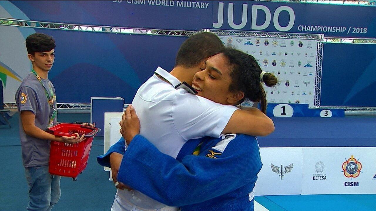Samanta Soares aproveita erros de russa e ganha o ouro nos 78kg do Mundial Militar de judô
