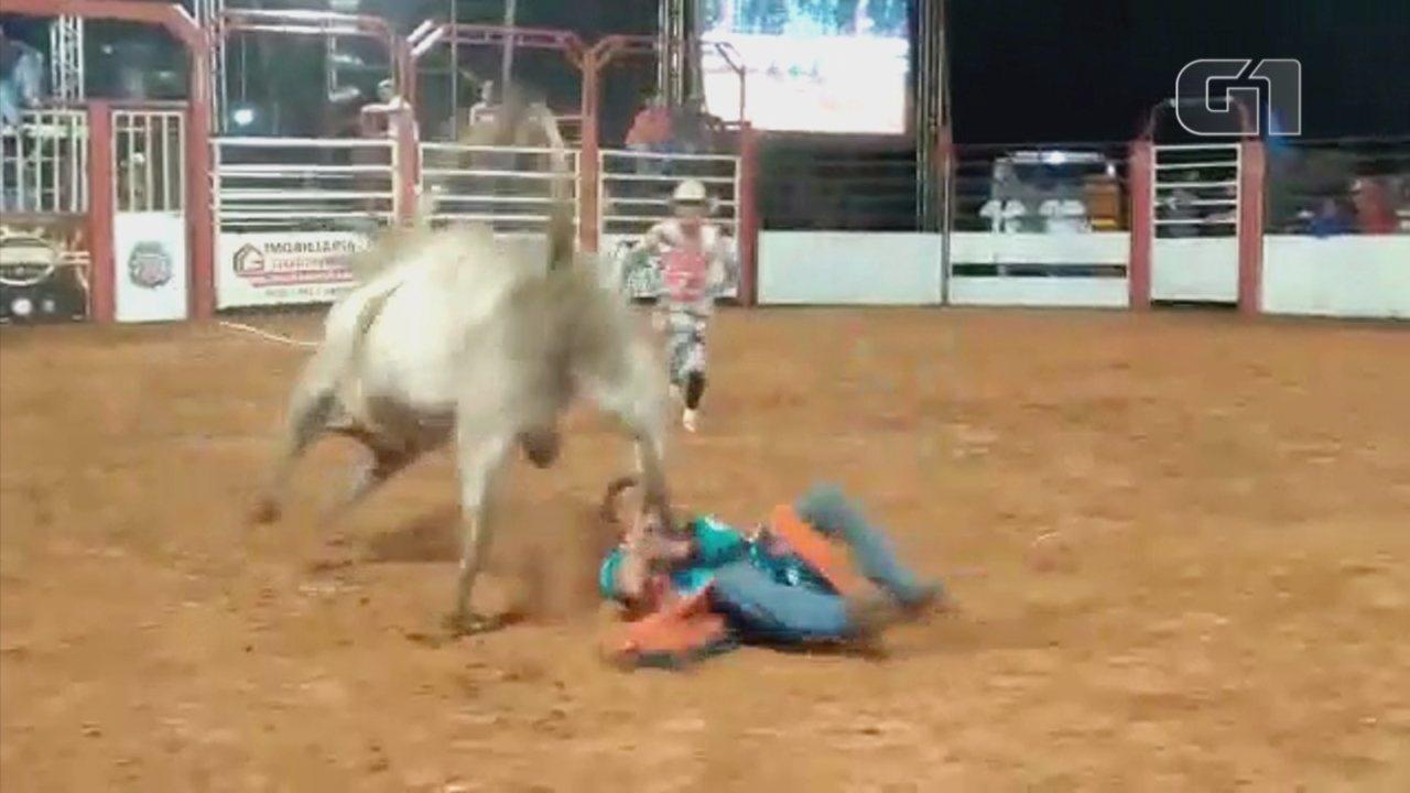 Vídeo mostra pisão de touro que matou peão durante rodeio em Guaimbê ... 6c8bedce223