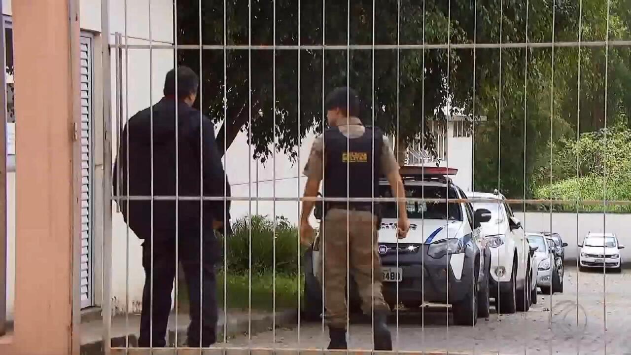 Policiais mineiros envolvidos em troca de tiros com paulistas em Juiz de Fora são presos.