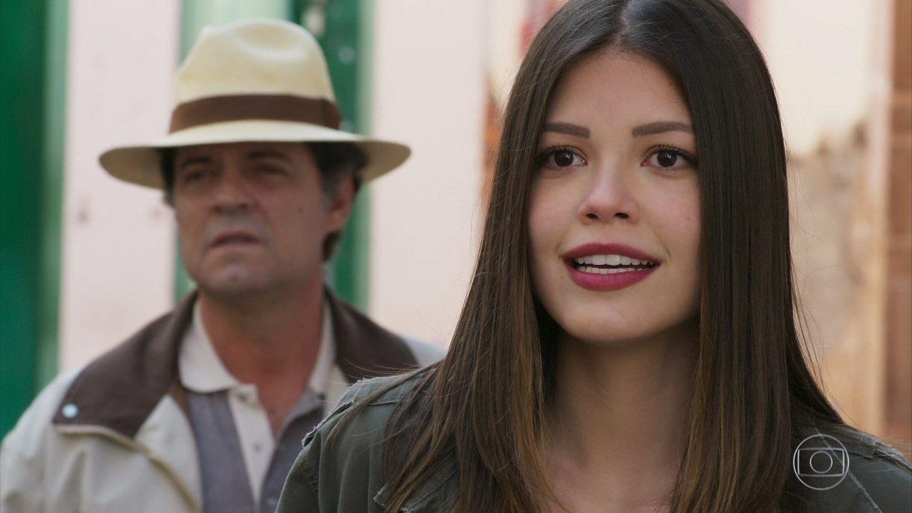 Cris se surpreende ao conhecer a atriz que interpretará Benedita no filme de Alain