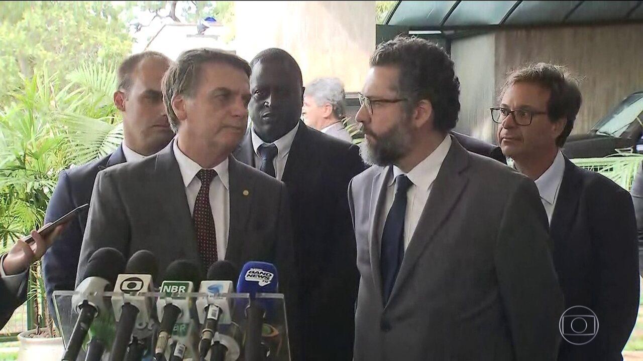 Bolsonaro anuncia Ernesto Araújo como ministro das Relações Exteriores