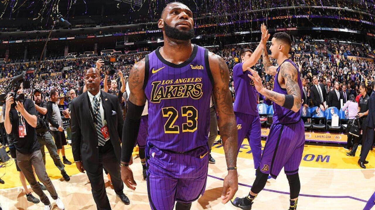 6be828f63 LeBron James faz 44 pontos e comanda a vitória do Los Angeles Lakers sobre  os Blazers