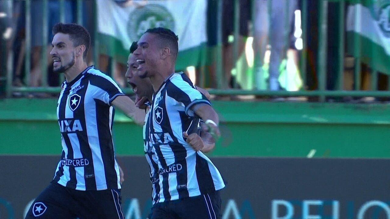 Gol do Botafogo! Valencia abre com Luiz Fernando, que não dá chances para Jandrei 27 2º