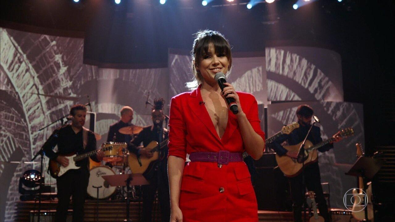 Paula Fernandes canta 'Beijo Bom'