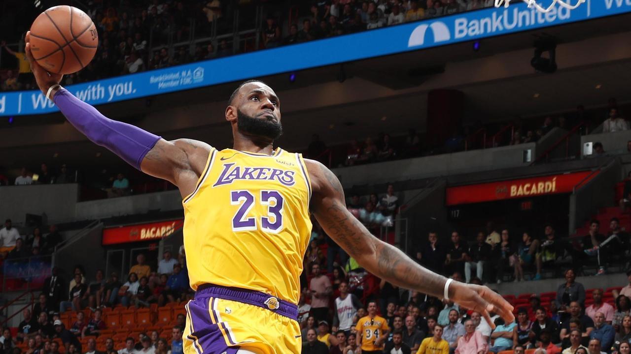 22af5b5cfd8 LeBron James anota 51 pontos na vitória do Los Angeles Lakers sobre o Miami  Heat