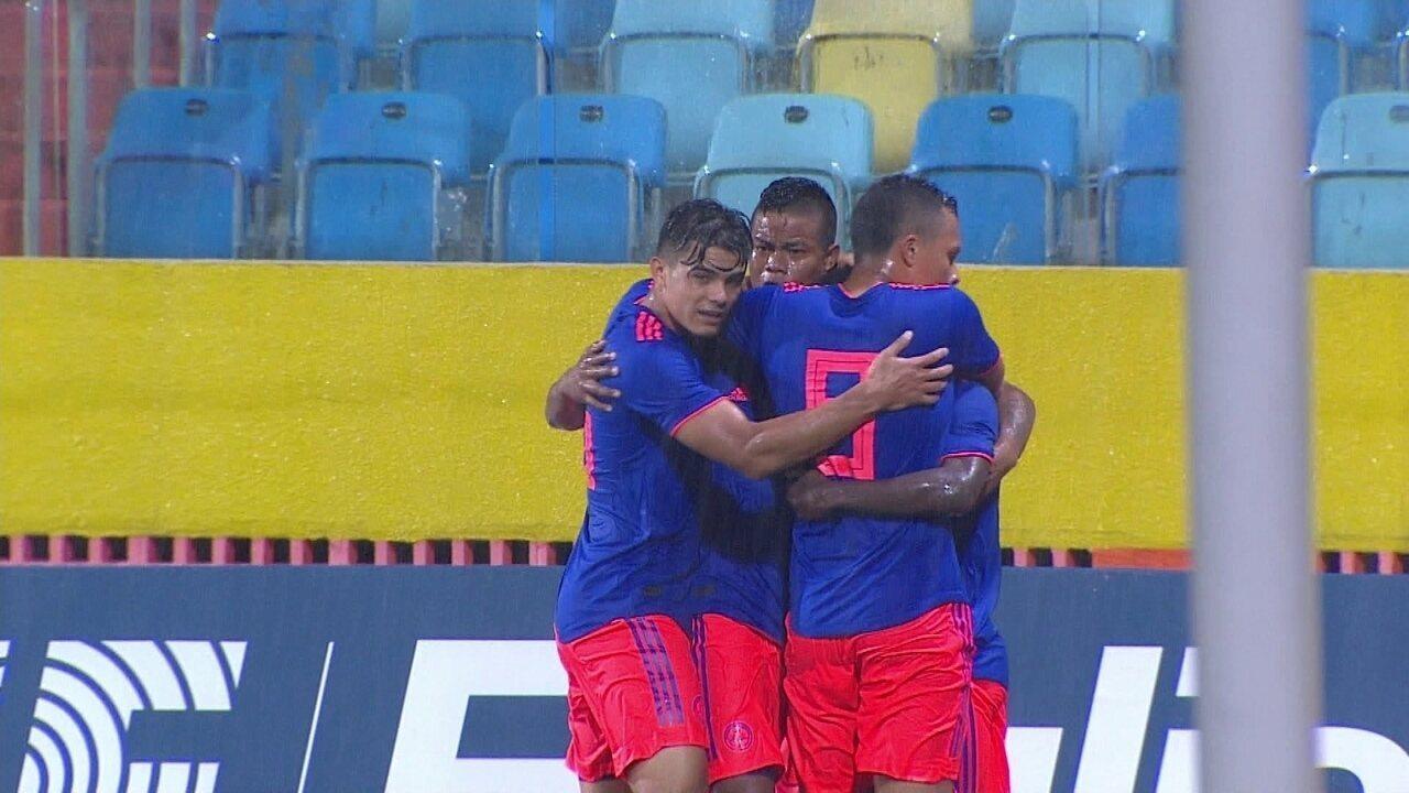 Gol da Colômbia! Angulo dribla a defesa brasileira e empata com belo gol aos 43 do 1º